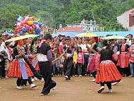 Sôi Động Lễ Hội Đường Phố Mộc Châu 2014