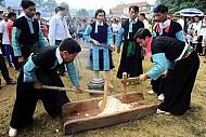 Tục Giã Bánh Dày Ngày Tết Của Người Mông