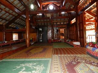 Nhà Sàn Phọng Lưu, Bản Áng Mộc Châu